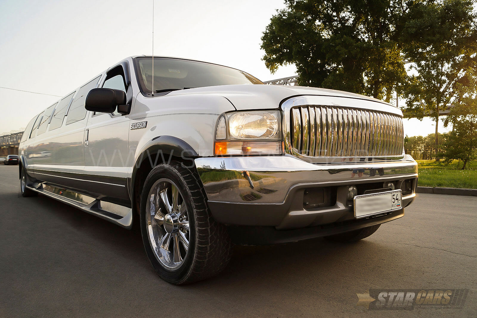 Аренда лимузина Ford Excursion в Новосибирске