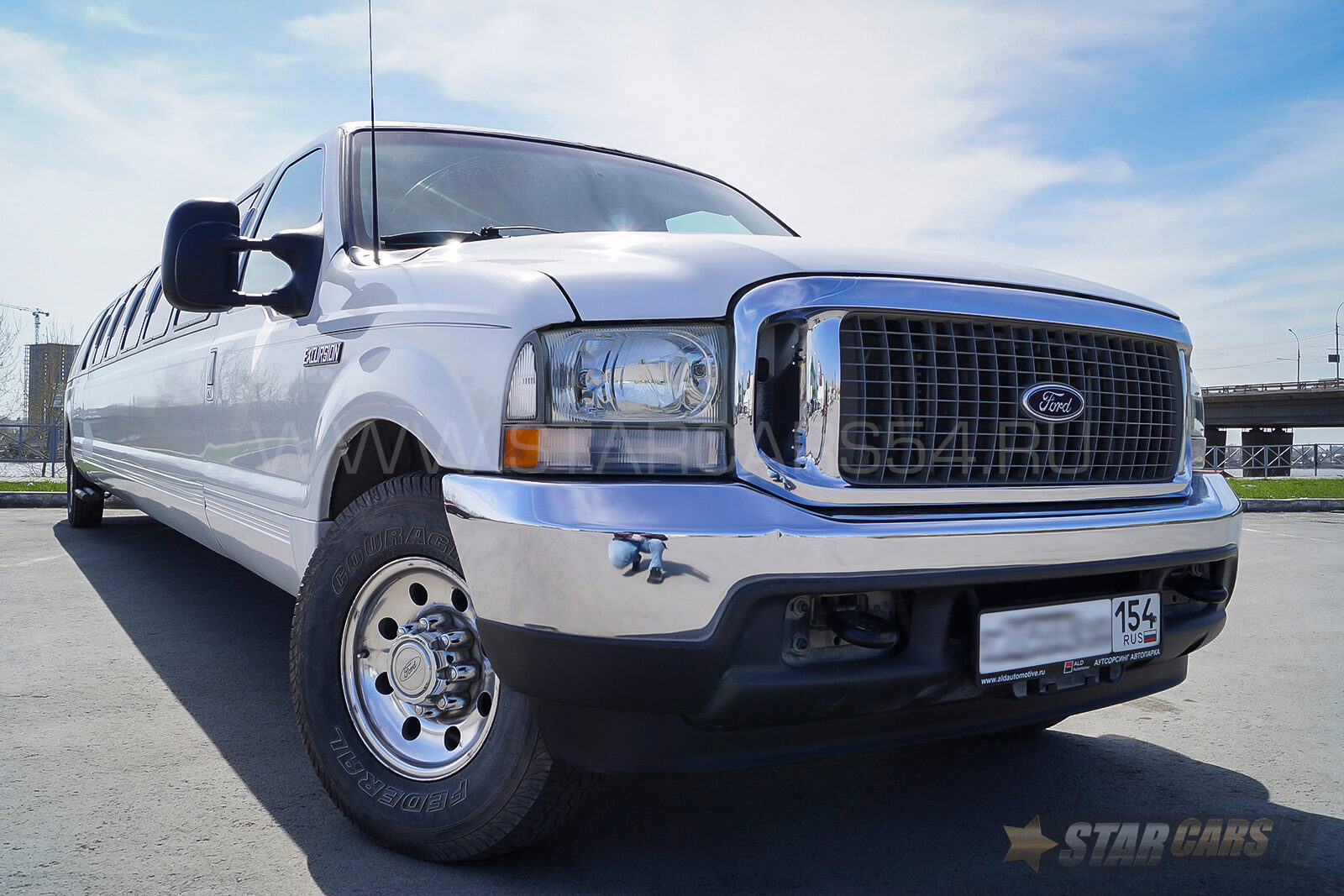 Аренда лимузина Ford Excursion XLT в Новосибирске