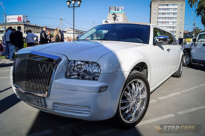 Заказать лимузин Chrysler 300C Rolls Royce в Бердске