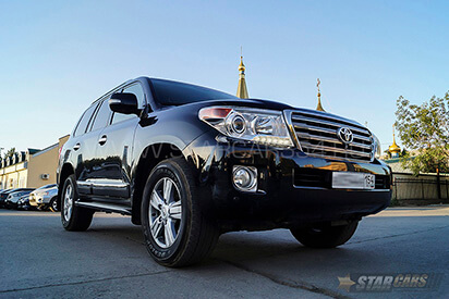 Прокат черного Toyota Land Cruiser 200 в Новосибирске